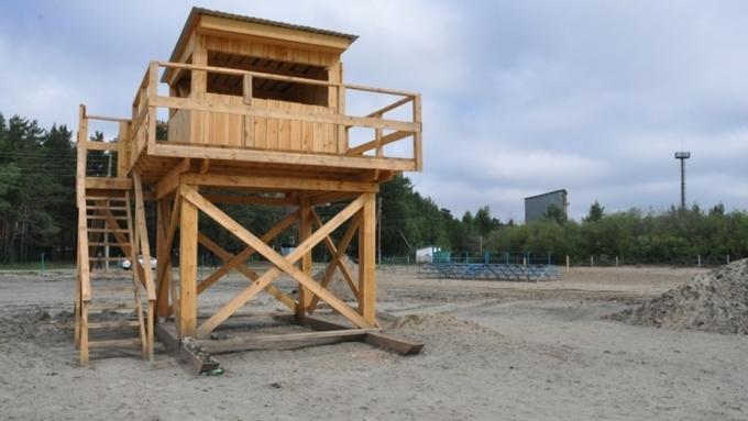 Яркое солнце, золотистый песок и сотни желающих понежиться у воды: в Павловске открыли пляж