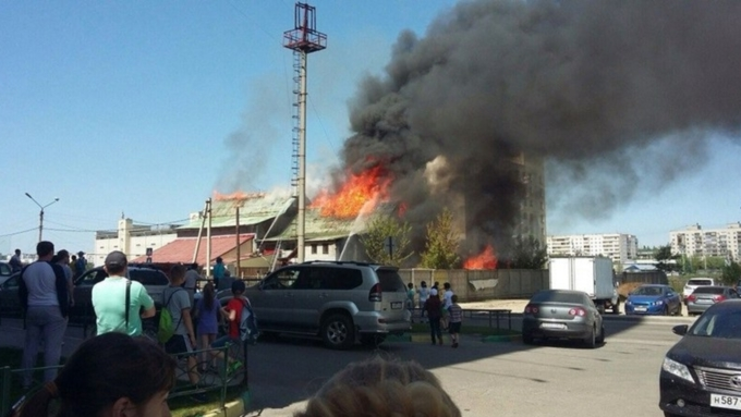 """Энергетики выделят пережившему пожар """"Коммунальщику"""" в Барнауле 200 тыс руб"""