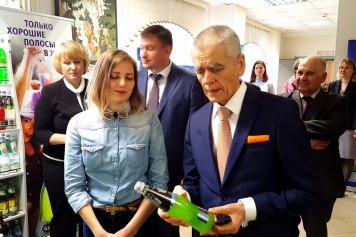 Геннадий Онищенко провел урок для барнаульских школьников в прямом эфире