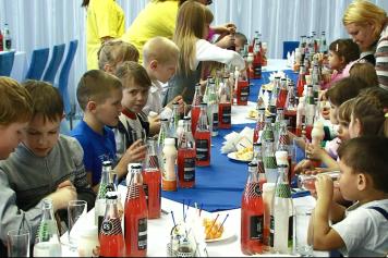 Алтайские предприниматели подарили детям праздник